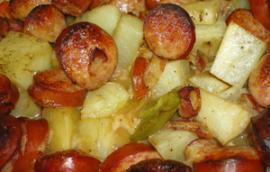 Ογκρατέν λαχανικών με λουκάνικα