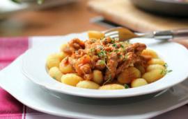 Νιόκι με χοιρινό και πιπεριές