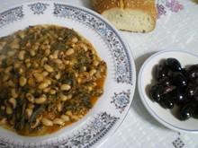 Λουβί μαυροματί (μαυρομάτικα) με λάχανα (σέσκουλα)